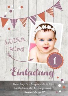 Trendy Geburtstagseinladung zum 1. Geburtstag als Fotokarte in Orange-Altrosa mit weißem Holz. #Foto#Holz#einladunggeburtstag.de