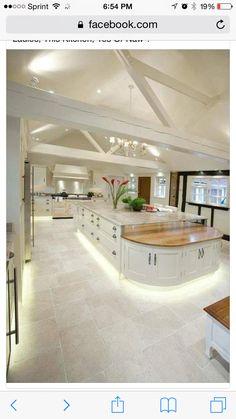 Kitchen design ideas for your stylish kitchen - White Kitchen Remodel Stylish Kitchen, New Kitchen, Kitchen Decor, Awesome Kitchen, Kitchen Layout, Kitchen Interior, Grand Kitchen, Functional Kitchen, Cheap Kitchen