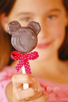 Pirulito de biscoito de chocolate