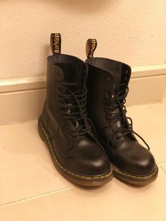 785fe70e6b9 Dr. Martens 1460 Women s Smooth Leather 8 Eyelet Boots Size 9 - Black   fashion