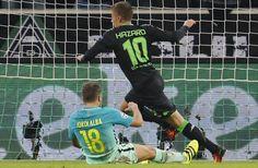 Thorgan Hazard marca gol contra el Barça