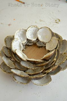 Seashell Candle Holder, Clam shell candle holder, how to make a seashell candle holder, seashell candle holder tutorial Seashell Candles, Seashell Art, Seashell Crafts, Diy Candles, Oyster Shell Crafts, Oyster Shells, Sea Shells, Shell Wreath, Shell Ornaments