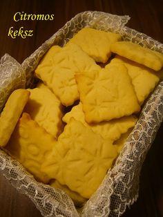 Hozzávalók: 50 dkg liszt 1/2 csomag (6 g) sütőpor 25 dkg porcukor 1 csipet só 25 dkg vaj 1 citrom reszelt héja és kifacsart le...