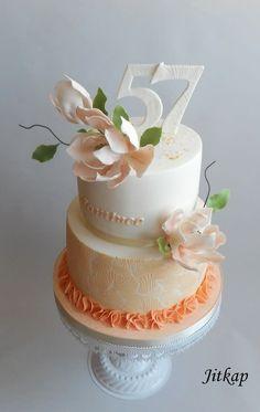 Magnolia birthday cake by Jitkap