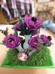 Blumen aus Eierkarton mit Insekten Cora