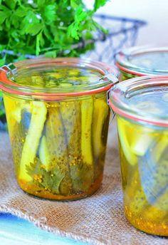 Ogórki+w+curry:+Nie+będę+udawać,+że+jestem+taka+oryginalna+i+sama+wymyśliłam+przepis+na+ogórki+w... Vegan Recipes, Cooking Recipes, Fat Burning Foods, Pickles, Cucumber, Food And Drink, Appetizers, Yummy Food, Homemade
