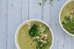 Sopa de brócoli, hinojo y leche de coco