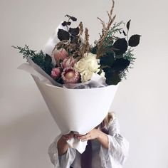 Lu diamond... •••what a bouquet to receive! Follow @kariechic for more lovely petals