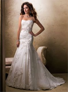 Slim A-line Scoop Neckline Beaded and Lace Appliqued Tulle Wedding Dress WD1960 www.tidedresses.co.uk $339.0000
