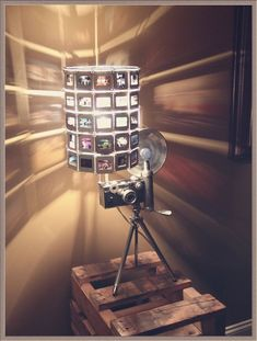 Vintage Camera Lamp with Tripod Flash Table Lamp Photo Picture Slides Lamp Shade Very Unique Awesome Home Addition Unique Gift Lampe Photo, Deco Cinema, Camera Decor, Recycled Lamp, Desk Lamp, Table Lamp, Lamp Inspiration, Cool Ideas, Diy Ideas