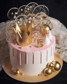 Secrets To A Perfect Cake on Birthday cake for 5 year old princess - I really like crown and gold theme kulik_ova - What do you like the most about this cake - Beautiful Birthday Cakes, Gorgeous Cakes, Amazing Cakes, Cute Cakes, Pretty Cakes, Cake Cookies, Cupcake Cakes, Bolo Tumblr, Baby Birthday Cakes