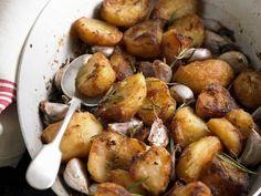 Gebratene Kartoffeln mit Knoblauch ist ein Rezept mit frischen Zutaten aus der Kategorie Wurzelgemüse. Probieren Sie dieses und weitere Rezepte von EAT SMARTER!