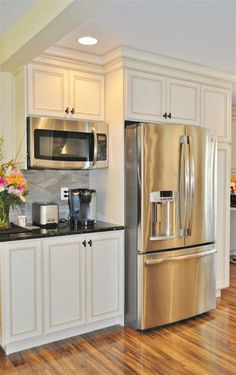 40 Adorable Small Kitchen Wall Storage Ideas You Will Love 60 - iTs Home Ideas New Kitchen Cabinets, Kitchen Redo, Kitchen Flooring, 10x10 Kitchen, Kitchen Pantry, Kitchen Cabinet Layout, Kitchen Counters, Kitchen Walls, Wall Cabinets