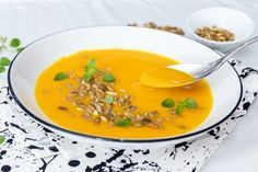 Recepty na zdravé polievky | fitrecepty.sk Tofu, Thai Red Curry, Vegan, Ethnic Recipes, Soups, Per Diem, Recipes, Hokkaido, Soup