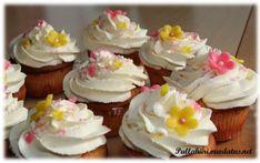 Raikkaan makuiset lemon curd-muffinssit - Pullahiiren leivontanurkka - Vuodatus.net Lemon Curd, Cupcakes, Desserts, Food, Tailgate Desserts, Cupcake Cakes, Deserts, Essen, Postres