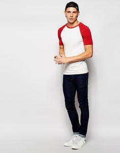 b4ba3fe3c1ec Image 4 - ASOS - T-shirt près du corps à manches raglan contrastantes.  Alexis Stouls · Mode homme