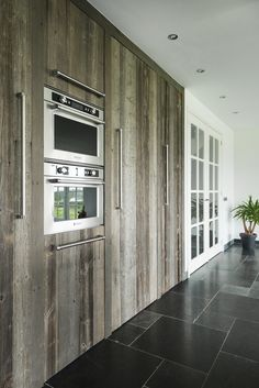 RestyleXL barnwood keuken met KitchenAid appa... - UW-keuken.nl Steel Doors, New Kitchen, Barn Wood, Kitchenaid, Kitchen Design, Garage Doors, Kitchen Cabinets, Interior, Outdoor Decor