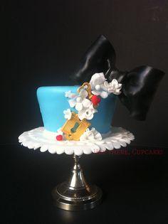 Cute & unique Alice in Wonderland cake!