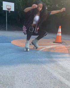 Retro Roller Skates, Roller Skate Shoes, Roller Derby, Girls Skate, Disco Roller Skating, Skate Ramp, Quad Skates, Skate Wheels, Skate Style