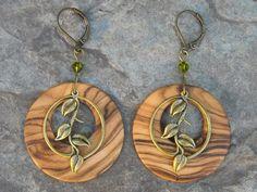 Holzohrringe - Ohrringe Olivenholz Blätter grün Holzohrringe Holz - ein Designerstück von Alentejoazul bei DaWanda