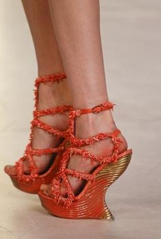 Alexander McQueen Spring 2012 from the Spring/Summer 2012 RTW collection.