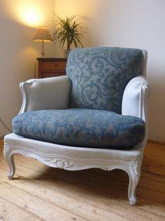 """Un vieux canapé """"Mamie"""" relooké avec peinture acrylique et teinture pour tissu... Impressionnant !"""