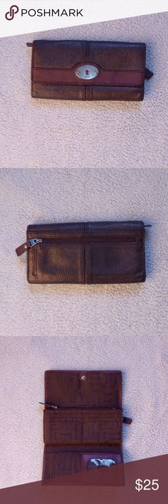 """Fossil Wallet This is a leather metallic bronze fossil wallet in amazing condition. It has lots of compartments(card slots, slip pockets, zippered pockets and an id window) Size: 7"""" L x 3.5""""H. Fossil Bags"""