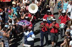 https://flic.kr/p/LcuHtZ | 74ème Festival Folklorique International Danses et Musiques du Monde | N'hésitez pas à consulter notre site internet www.tourisme-amelie.com  Dès le début du 20° siècle et notamment lors des fêtes du Carnaval, un groupe de jeunes gens et de jeunes filles exécutait dans les rues de la ville des danses folkloriques catalanes.  Jean TRESCASES, fondateur des Danseurs catalans d'Amélie les bains en 1935, créa en 1936 un festival folklorique des provinces françaises.  Et…