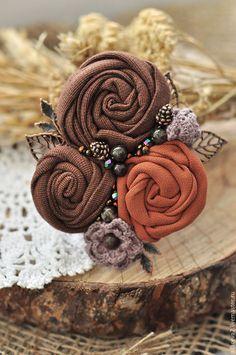 Купить или заказать Брошь 'Шоколад' в интернет-магазине на Ярмарке Мастеров. Брошь 'Шоколад'. материалы: ткань, натуральные камни, стеклянные бусины, фурнитура цвета античной бронзы. размер 7х8см Автор броши моя сестра Светлана.