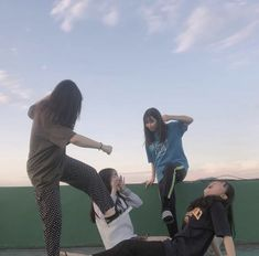 Images and videos of ulzzang friends Best Friend Pictures, Bff Pictures, Friend Photos, Korean Ulzzang, Ulzzang Boy, Cute Friends, Friends Image, Korean Best Friends, Korean Girl Fashion