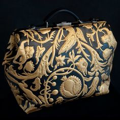 I know nothing about this bag but it is stunning