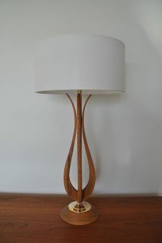 Oh, this is gorgeous! >Mid Century Modern lamp