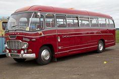 Classic Trucks, Classic Cars, Chevrolet Van, Retro Bus, Bus City, Routemaster, Buses And Trains, Pretty Cars, Bus Coach
