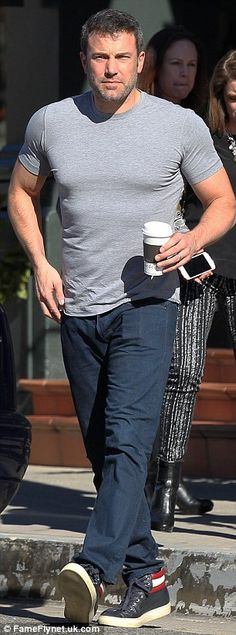 Ben Affleck displays muscular physique in tight T-shirt at lunch with friends | Daily Mail Online
