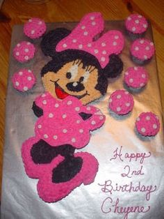 Minnie Mouse Cupcake Cake @Kimberly Collins Walsh I could totally do this.