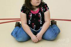米コロラド(Colorado)州オーロラ(Aurora)で行われている大人と子どものための減量プログラムに参加する子ども(2013年11月3日、資料写真FILE)。(c)AFP/Getty Images/AFP ▼21Jul2014AFP|世界の肥満児急増の恐れ、2025年に7500万人に? http://www.afpbb.com/articles/-/3021068