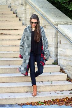 CLICK ON THE PICTURE TO FIND OUT WHERE SHE BOUGHT HER OUTFIT ! #fashion #outfit #woman #clothes #coat