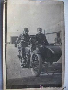 GUERRA DE AFRICA: DOS SOLDADOS ESPAÑOLES (UNO DE SANIDAD) EN MOTO CON SIDECAR