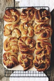 bienenstich rezept ohne hefe Milk and Honey: Sourdough Swedish Cinnamon and Cardamom Buns Milk and Honey: Sourdough Swedish Cinnamon and Cardamom Buns Milk and Honey: Sourdough Swedish Cinnamon and Cardamom Buns Cardamom Buns Recipe, Cinnamon Bun Recipe, Cinnamon Rolls, Best Nutrition Food, Nutrition Products, Sourdough Recipes, Sourdough Bread, Bread Recipes, Puff Pastry Recipes