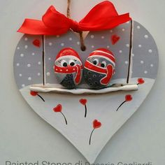 Try these pretty Christmas rock painting ideas for kids. Stone Crafts, Rock Crafts, Diy And Crafts, Christmas Crafts, Arts And Crafts, Christmas Ornaments, Diy Ornaments, Art Crafts, Outdoor Christmas Tree Decorations
