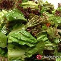 Σαλάτα με βινεγκρέτ δροσερή και πολύχρωμη Lettuce, Sprouts, Cabbage, Recipies, Food And Drink, Yummy Food, Vegetables, Statues, Foods