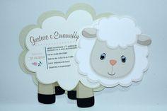 """Convite no tema """"Ovelha"""", confeccionado em papel 180g, com detalhe dos olhinhos que mexem. Pode ser personalizado no tema e cor desejada. Prazo de produção de até 15 dias úteis a partir da confirmação do pagamento."""