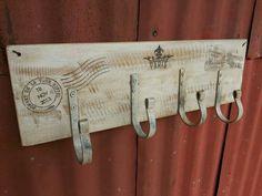 Resultado de imagen para casitas de madera porta llaves Vintage Shabby Chic, Retro Vintage, Barn Wood Projects, Decoupage Vintage, Coat Hanger, Coat Racks, Pallet Signs, Palette, Country Decor