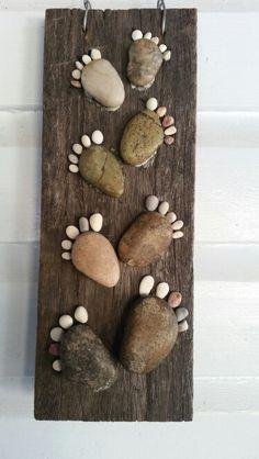 Rock feet Driftwood Crafts, Rustic Crafts, Seashell Crafts, Beach Crafts, Diy Wall Art, Diy Art, Rock Feet, Plaster Sculpture, Tile Crafts