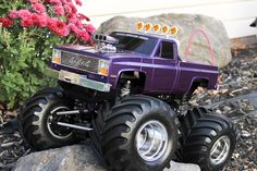 One very beautifully built Tamiya Clod Buster Radio Controled Monster Truck. Nitro Boats, Rc Cars And Trucks, Chevy Trucks, Rc Buggy, Remote Control Boat, Rc Rock Crawler, Rc Hobbies, Rc Model, Tamiya