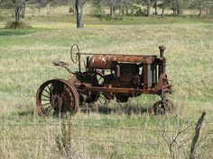 This is a really old tractor.  I GREW UP WITH ONE LIKE THIS PARKED ON THE NORTH SIDE OF OUR HOUSE...