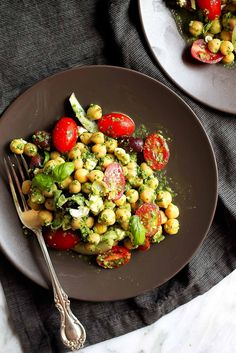 Looking for a healthy lunch option that's easy to make and uber satisfying? Try this beautiful chickpea pesto salad full of mediterranean flavors.