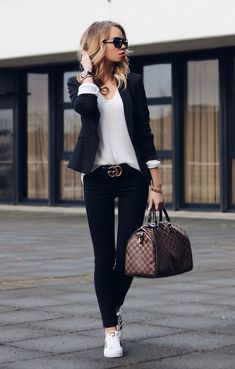 Outfit-Style-Fashion-Casual-Casual Chic-Gucci-Gucci Gürtel-Gucci Belt-Louis Vuitton-Speedy-Blazer-Black and white-chic-Streetstyle (Top Moda) Fashion Mode, Work Fashion, Womens Fashion, Fashion Trends, Style Fashion, Trendy Fashion, Fashion Black, Feminine Fashion, Fashion Tips
