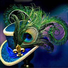 Mini Top Hat Mardi Gras Fleur de Lis by aVioletsBlue on Etsy - Steampunk Mardi Gras Hats, Mardi Gras Outfits, Mardi Gras Costumes, Viktorianischer Steampunk, Steampunk Costume, Steampunk Fashion, Steampunk Necklace, Steampunk Clothing, Gothic Fashion
