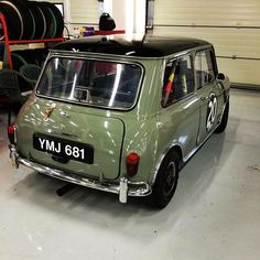 Reposted from - of the top posts. A historic racer that looks too good to race! Mini Cooper S, Mini Cooper Custom, Mini Cooper Classic, Classic Mini, Classic Cars, Mini Morris, Minis, Mini Clubman, Automobile
